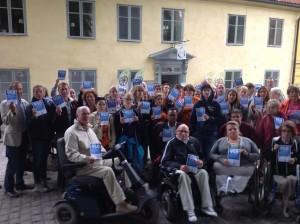 Dåvarande torsdagsaktionen med budskapet bristande tillgänglighet är diskriminering utanför regeringens tillfälliga sammanträdeslokal i Visby